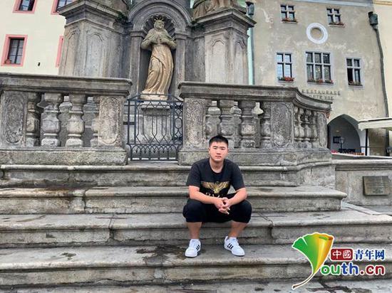 周浩在捷克的克鲁姆洛夫小镇。本人供图