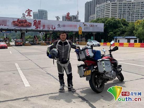 周浩骑行到宜昌。本人供图