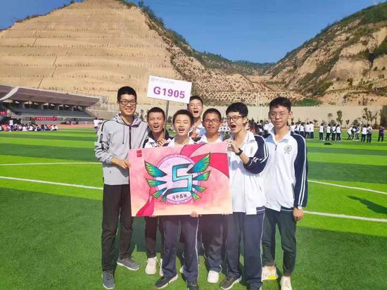 韩储银带领支教班级学生参加运动会 韩储银提供