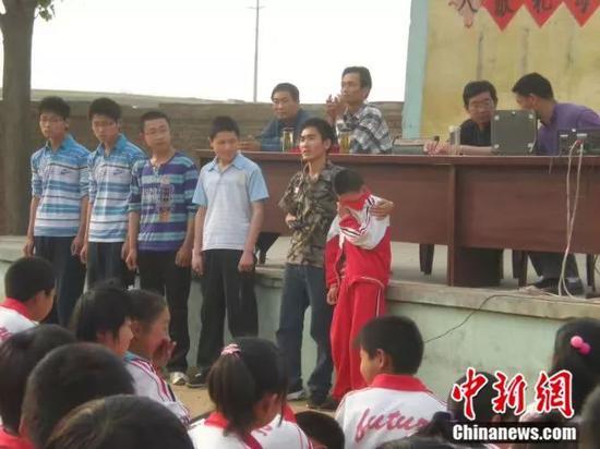刘秀祥在学校演讲 受访者供图