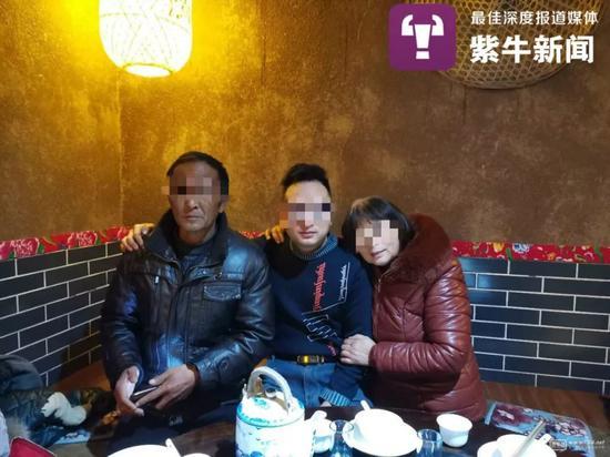 小宁与父母一家团聚