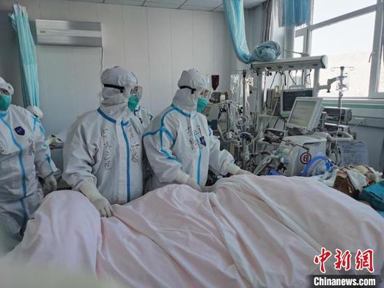 通化隔离病房传出读书声:高三女生誓言从医