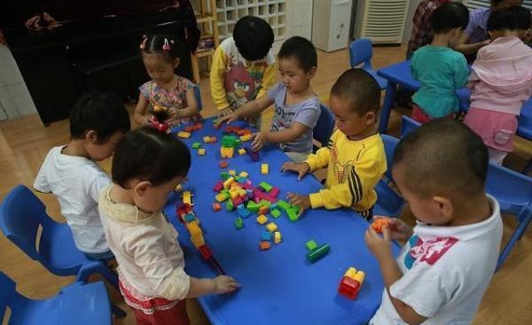 半月谈:强推民转普 反而可能加剧幼儿园入园难