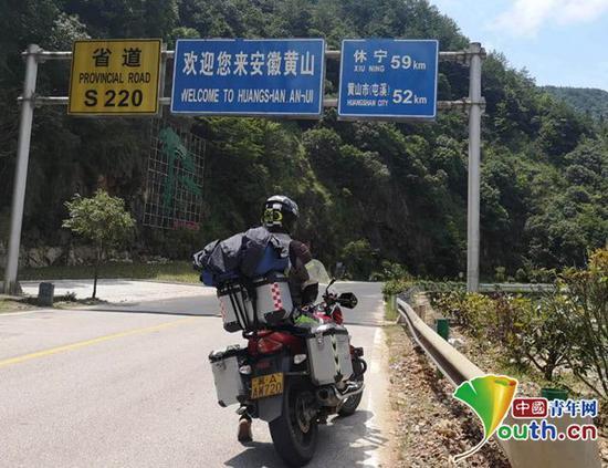 大二男生暑假游历10个国家带着爱犬骑行13个省份