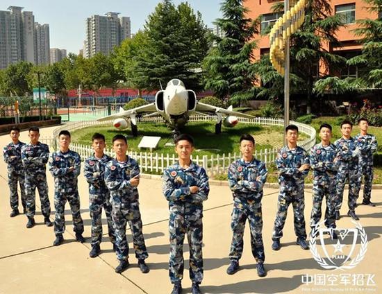 空军青少年航空学校招生一般要经过初选、定选两级选拔,综合择优录取。 中国空军网 图