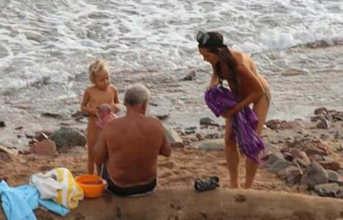 双语:俄罗斯游客在红海里生孩子