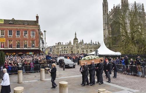 双语:霍金葬礼在剑桥举行 数千人为其送行