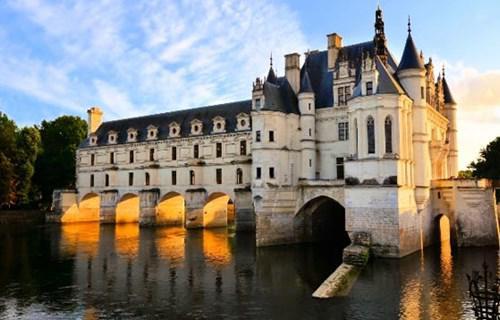 6. Chateau de Chenonceau (France)