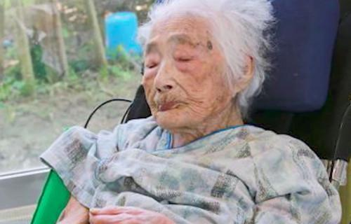 The world's oldest person, a 117-year-old Japanese woman, has died.