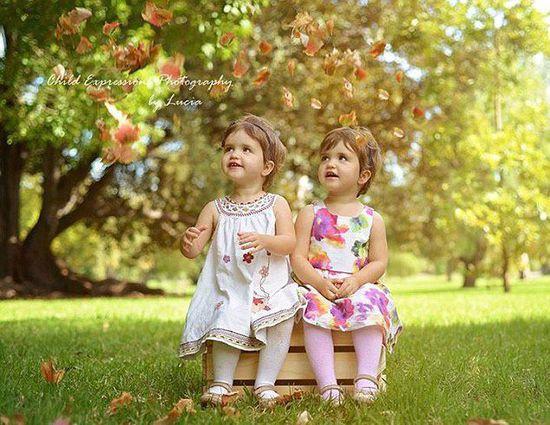 母亲为三胞胎女儿拍写真 童趣萌照暖化人心