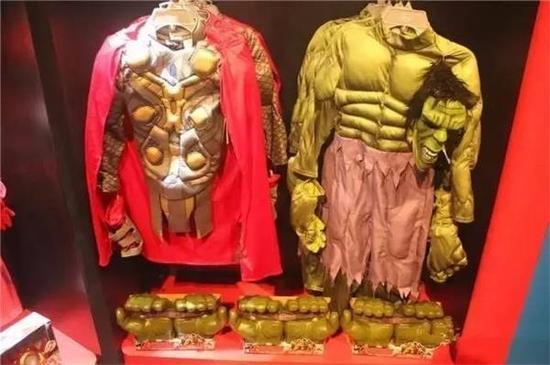 各类公主服、英雄服,最便宜的大约需要498元/套;
