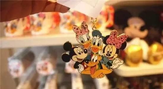 迪士尼主题钥匙圈,售价约78元/个。