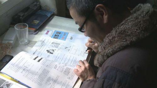 重庆一45岁男子参加高考 只为给孩子树励志榜样