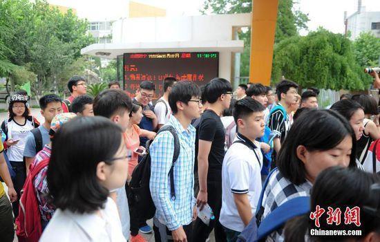韩国籍考生济南体验中国高考