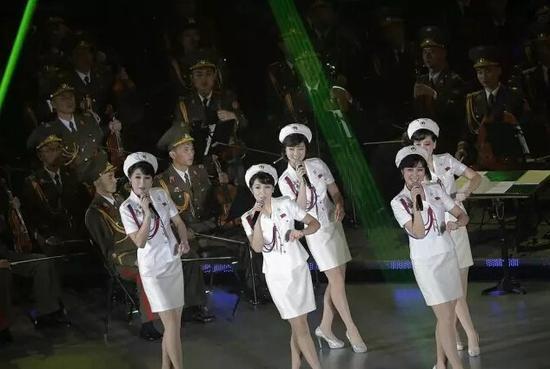 """015年10月11日,""""牡丹峰乐团""""在平壤举办演唱会,庆祝朝鲜劳动党建党70周年。"""