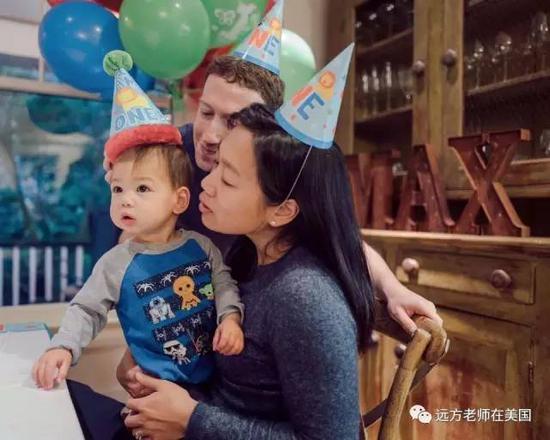 (扎克伯格夫妇为小麦克斯庆祝一岁生日)