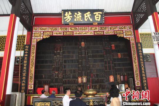 位于雅加达唐人街的百家姓宗祠,供奉着印尼华人各姓氏先祖的灵位。 林永传 摄