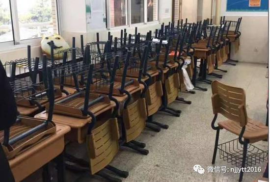 图为此前媒体拍摄的南京外国语学校的高三教室,基本都空了,因为大部分学生都已保送或被海外学校录取。