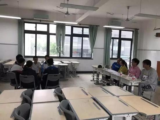 每名同学的面试时间大概是10分钟以内。持续到中午12:30,面试全部结束。