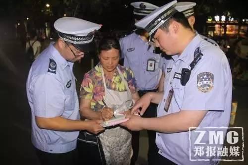 郑州二七区执法局对辖区内夜间占道经营和夜市大排档集中开展整治行动。(来源:郑州晚报)