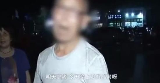 6月6日高考前夜,广东惠州许多大妈自发暂停广场舞,但也有部分广场舞大妈大爷仍在继续。