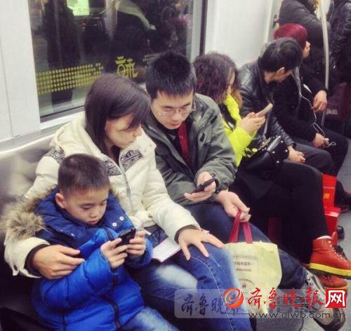 济南小学一班半数孩子玩手游 做完作业家长奖励骆尚志
