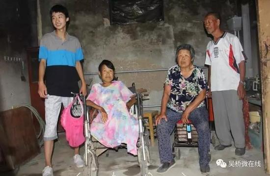 从左往右:庞众望、母亲、姥姥、姥爷
