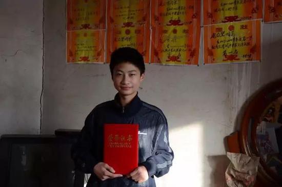 2014年,庞众望入围河北省第三届青少年自强之星时老师给拍摄的照片