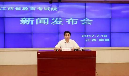 省教育考试院党委副书记、副院长曹正龙介绍有关情况