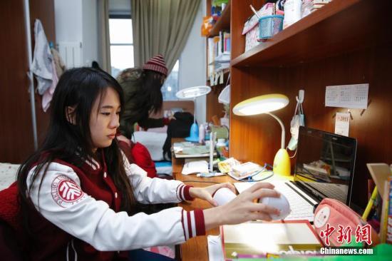资料图:就读于北京大学的外国留学生。中新社发 王骏 摄