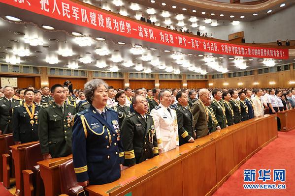 庆祝中国人民解放军建军90周年大会8月1日在人民大会堂举行。图为现场奏唱《中国人民解放军军歌》。新华网 陈杰 摄