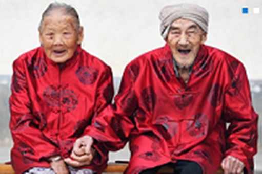 时代在变唯爱不变:中国传统定情信物知多少(双语)