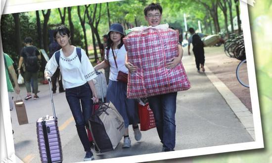 昨日,东南大学2017级本科新生开学报到。新华报业视觉中心记者 刘莉 摄