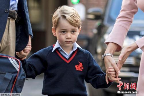 英国威廉王子夫妇的长子乔治小王子入学。