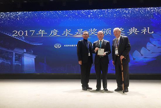 陈十一、谢晓亮获2017求是杰出科学家奖