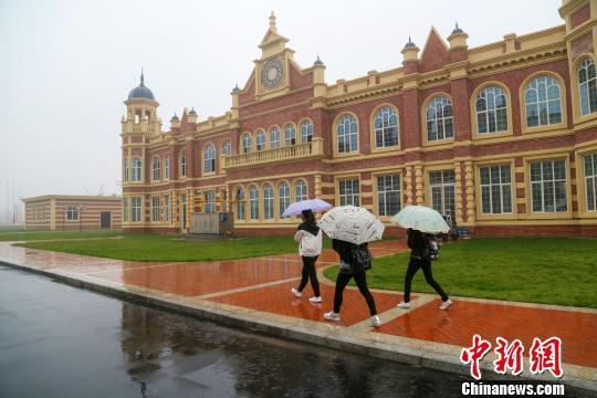 山西医科大学晋祠学院新校区采用欧式建筑风格。 张慧杰 摄