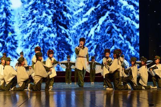 一对联小学生精彩上演年级《林海雪原》春天京剧小学图片