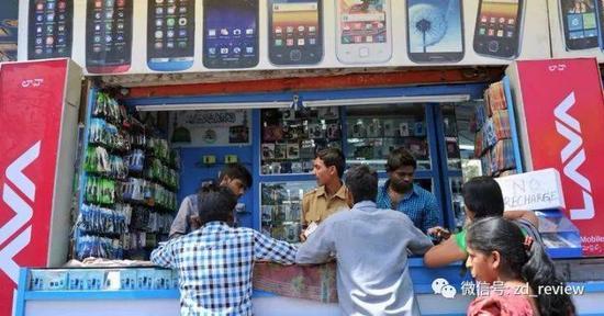 小米 一加都看好的手机翻新,在印度能做起来吗?@Noah Seelam/AFP