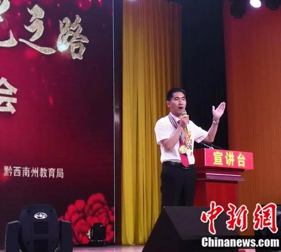 刘秀祥在做演讲 受访者供图