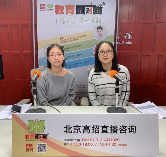 中国(教育部)留学服务中心嘉华世达海外留学、升学规划专家贾洁(左)、郝丽芳(右)