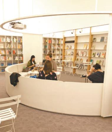 华东理工大学陇上书店。