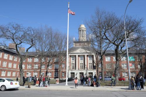 纽约一高中传有枪手出没系恶作剧 捣乱学生已被捕