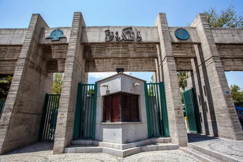 伊朗一大学校园发生交通事故9人死亡