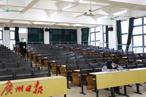大洋网讯 广东省2019年普通高等学校本科插班生招生考试于3月9日至3月10日举行。广州大学松田学院考点9日为一名出水痘的考生特地安排了一个温馨考场。