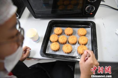 资料图:月饼 中新社记者 张瑶 摄