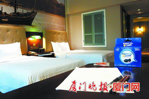 一些酒店的高考房,提供立体眼罩、2B铅笔、A4纸等物品。酒店供图