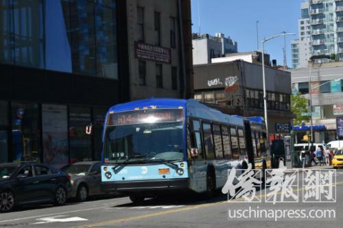 曼哈頓下城的M14公交。(圖片來源:美國僑報記者 尹英姿 攝)