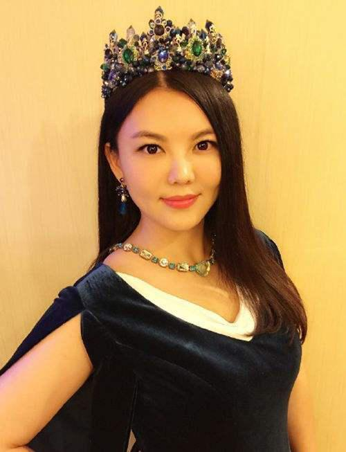 李湘,以全国第一的专业课成绩考上北京广播学院(中国传媒大学)。