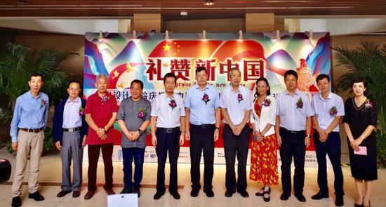 北京林业大学艺术设计学院院长张继晓教授主持开幕活动