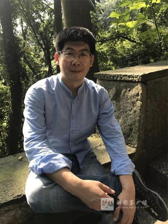 德强学校初中部物理教研组长 郎彦明